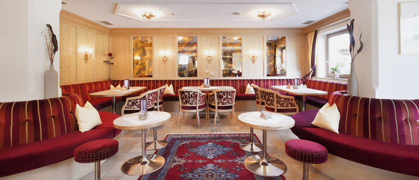 austria_soll_hotel-tyrol_lounge.jpg
